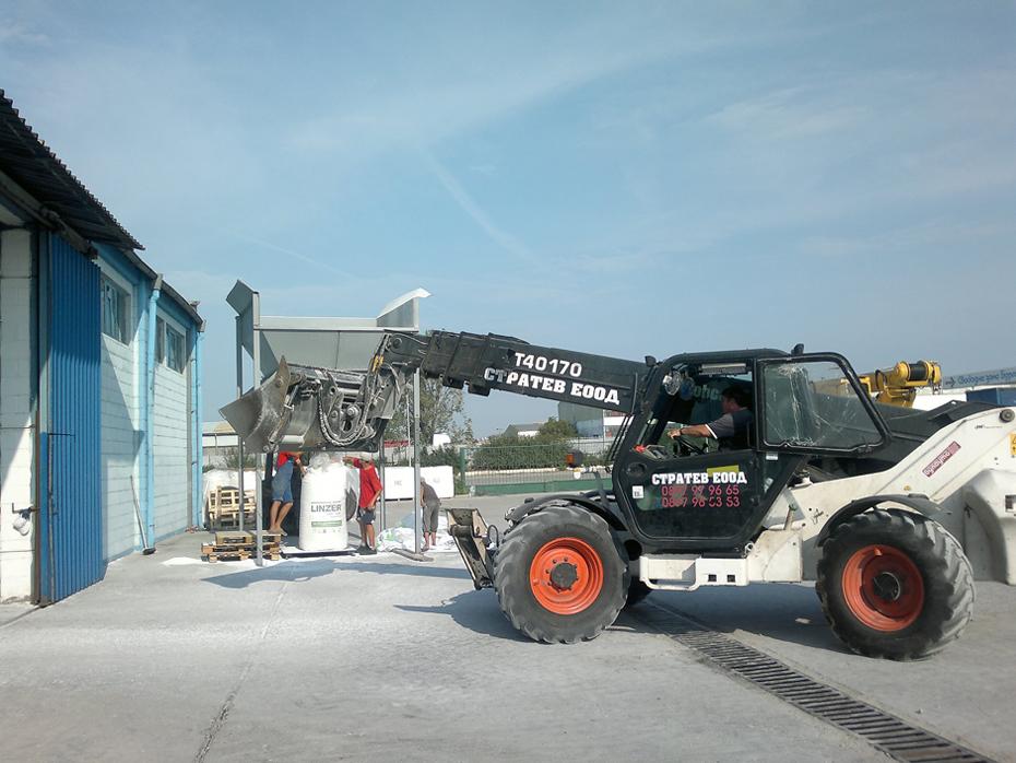 """Свободна безмитна зона – Бургас АД предлага нова производствена услуга """"пакетиране на изкуствени торове в big bags""""."""
