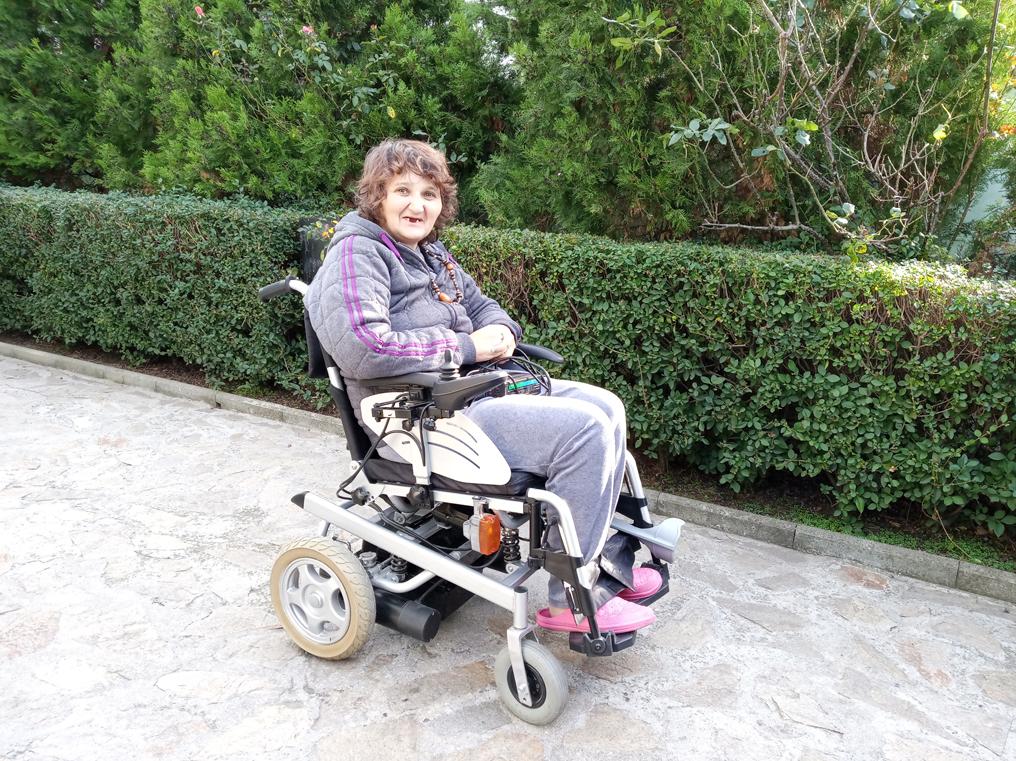 Свободна зона Бургас дари акумулаторна количка на защитено жилище