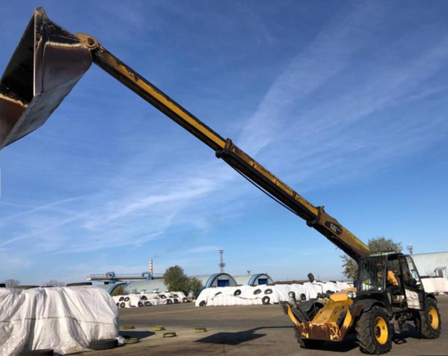 Свободна зона Бургас продава Телескопичен товарач Caterpillar TH414